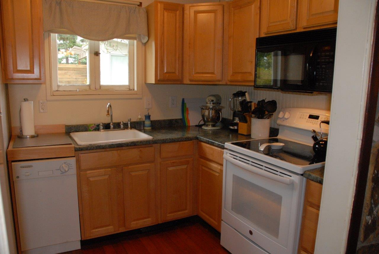 This is the kitchen at Lora's Cottage.  There is a ceramic top stove, a microwave, dishwasher and Kitchen Aid stand mixer